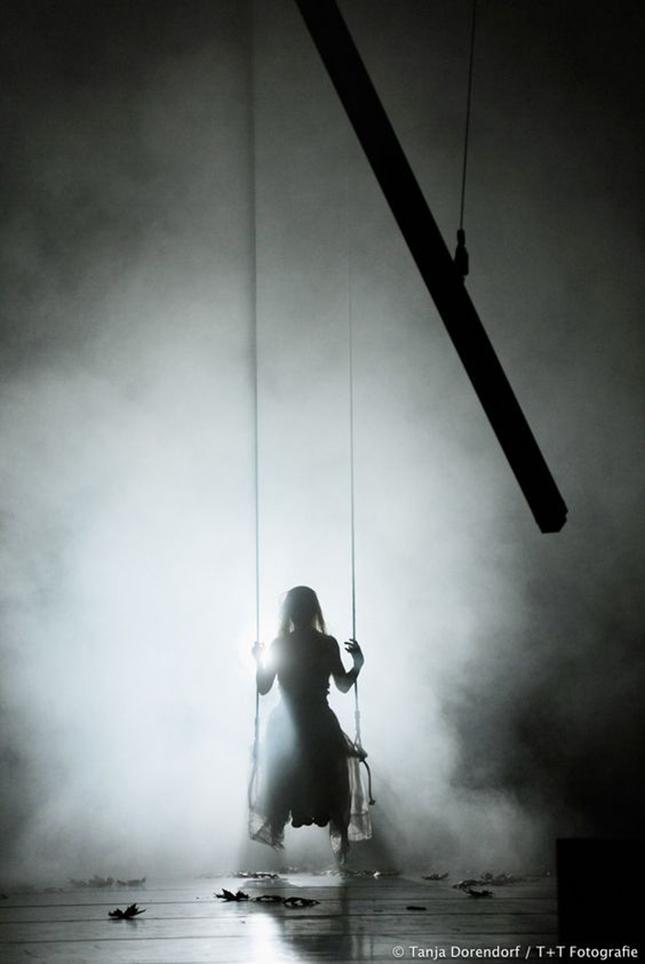 v-nemom-teatre-zastyvshix-peremen