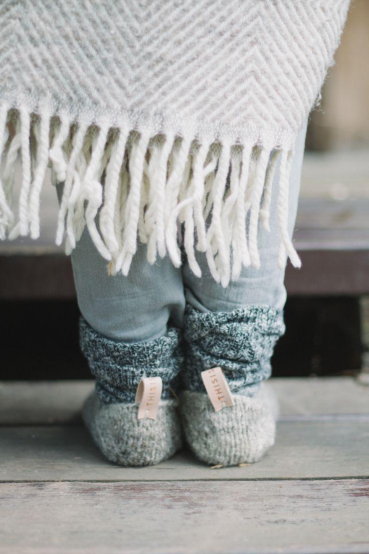 Теплый плед и шерстяные носочки